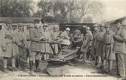 - Dpts Div -ref-AL739- Puy De Dome - Clermont Ferrand - Desaix - Regiments - Manoeuvre D Un 105 - Canons - Militaria - - Clermont Ferrand