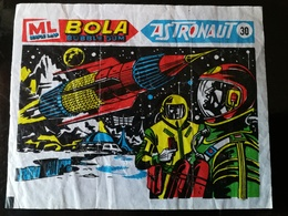 VINTAGE MAPLE LEAF BOLA SPACE BUBBLE GUM WAX WRAPPER - ASTRONAUT ABOUT 1970 - Confectionery & Biscuits