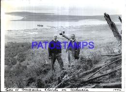 118407 ARGENTINA TIERRA DEL FUEGO USHUAIA VISTA PARCIAL & MAN'S AÑO 1944 12 X 9 CM PHOTO NO POSTAL POSTCARD - Photographie