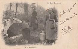 Carte Postale Ancienne Du Lot - Le Lot Illustré - A La Fontaine - Vers 1900 - Femmes Portant De L'eau - France