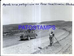 118415 ARGENTINA CHUBUT PASO CONSTRUCCION AUTOMOBILE CAR AUTO & MAN CAMARA FOTOGRAFICA 11.5 X 8 CM PHOTO NO POSTCARD - Fotografie