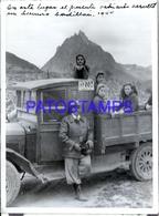 118421 ARGENTINA USHUAIA AUTOMOBILE CAMION TRUCK CHILDREN & MAN 1944 11.5 X 8 PHOTO NO POSTCARD - Photographie
