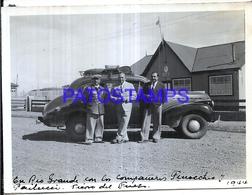 118424 ARGENTINA TIERRA DEL FUEGO RIO GRANDE AUTOMOBILE CAR AUTO & MAN'S 1944 12 X 8.5 CM PHOTO NO POSTAL POSTCARD - Fotografie