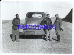 118434 ARGENTINA AUTOMOBILE OLD CAR AUTO AND MAN'S 11.5 X 8.5 CM PHOTO NO POSTAL POSTCARD - Fotografie