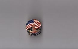 Pin's Espace NASA / Insigne Navette Challenger STS-41-G (Garneau, Scully-Power...) Hauteur: 2 Cm - Space