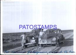 118445 ARGENTINA SANTA CRUZ CAMINO AUTOMOBILE OLD CAR AND MAN & WOMAN 12 X 9 CM PHOTO NO POSTAL POSTCARD - Fotografie