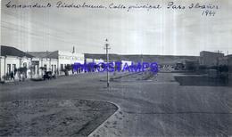 118478 ARGENTINA SANTA CRUZ COMANDANTE PIEDRABUENA CALLE PRINCIPAL AÑO 1944 16.5 X 9.5 CM PHOTO NO POSTCARD - Fotografie