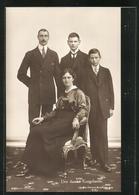 AK Den Danske Kongefamilie, Königliche Familie Von Dänemark In Ziviler Kleidung - Koninklijke Families
