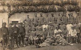 PHOTOGRAPHIE D'UN GROUPE DE SOLDATS - Personnages