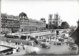CPSM. PARIS. PLACE ST MICHEL. VUE SUR NOTRE DAME. VOITURES ANCIENNES. - Markten, Pleinen
