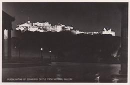 Postcard Floodlighting Of Edinburgh Castle From National Gallery RP My Ref  B13556 - Midlothian/ Edinburgh