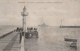 """Carte Postale Ancienne - Saint Nazaire - Sur La Jetée - La """"Normandie"""" Va Rentrer Au Port - Phare - Boten"""