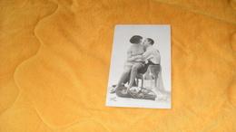 CARTE POSTALE ANCIENNE CIRCULEE DE 1927.../ COUPLE ASSIS...SUPER 1061.. - Couples