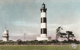 Carte Postale Des Années 50 De L'Ile D'Oléron - Le Phare De Chassiron Et Le Sémaphore - Barche