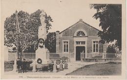 Vendée : CHAMPAGNE  Les  MARAIS :  La  Mairie  Et  Monument  Aux   Morts - Frankrijk
