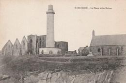 Carte Postale Ancienne De Saint Mathieu - Le Phare Et Les Ruines - Barche
