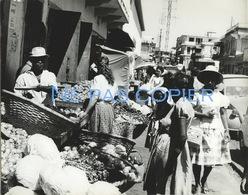 Ile De La REUNION Un Marché à Saint Denis Vers 1960 Grande Photo Par V. Borlandelli - Places
