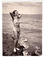 ROMANIA : SEXY BAIGNEUSE - BORD De MER NOIRE / SEXY BATHING WOMAN - BLACK SEA - VRAIE PHOTO / REAL PHOTO ~ 1960 (ac689) - Fotografie