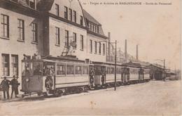 57 - HAGONDANGE - SORTIE DU PERSONNEL DE LA FORGE - TRAMWAY - Hagondange