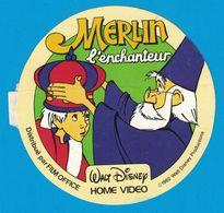 AUTOCOLLANT MERLIN L'ENCHANTEUR 1962 WALT DISNEY PRODUCTIONS HOME VIDEO DISTRIBUE PAR FILM OFFICE - Autocollants