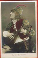 Sarah Bernhardt - Le Passant - Downey Phot London-  Edit Croissant Paris - Cpa Couleurs -  Scans Recto Verso - Artistes