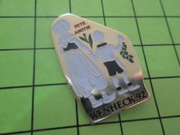 414B Pin's Pins / Rare Et  Belle Qualité !!! THEME : VILLES / WENHECK 92 FETE DE L'AMITIE - Städte