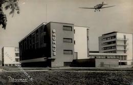 Bauhaus Dessau (O4500) Foto AK II (kleiner Einriss, Eckbug) - Künstlerkarten
