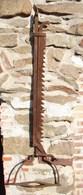 Lot. 1116. Ancienne Crémaillère De Feu Avec Support Pour Marmite. - Ferronnerie
