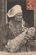 ***  29  *** Costumes Et Moeurs Bretons   Un Bébé De PLOUGASTEL DAOULAS - TTB - Plougastel-Daoulas