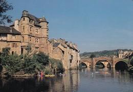 12 Espalion, Le Vieux Palais Renaissance Au Pied Du Lot Et Le Pont Gothique En Grès Rose - Espalion