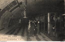 7946-2019    PARIS   VUE INTERIEURE D UNE GARE SOUTERRAINE DU METROPOLITAIN - Metro, Stations