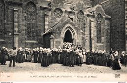 5582 -2019     PLOUGASTEL DAOUGLAS   SORTIE DE LA MESSE - Plougastel-Daoulas