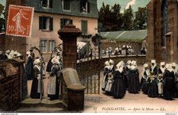 5604 -2019    PLOUGASTEL   APRES LA MESSE - Plougastel-Daoulas