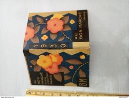 7582-2019  MAGNIFIQUE MINI CALENDRIER 1930 PETIT ALMANACH AU BON MARCHE MAISON  BOUCICOT PARIS - Calendari
