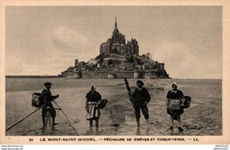 7767  -2018     MONT ST MICHEL   PECHEURS  DE GREVES ET COQUETIERES - Le Mont Saint Michel