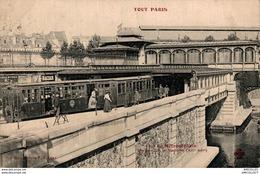 8878- 2018   PARIS    LE  METROPOLITAIN - Parcs, Jardins
