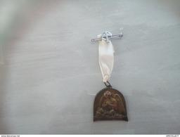 6618-2019   INSIGNE RELIGIEUX LIGUE FEMININE D ACTION CATHOLIQUE FRANCAISE - Religión & Esoterismo