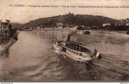 2734-2019     VIENNE    PASSAGE DU NOUVEAU BATEAU  VILLE DE LYON INAUGURANT LE SERVICE DE TOURISME SUR LE RHONE - Vienne