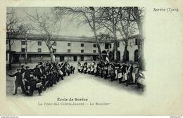 2980-2019  SOREZE    ECOLE DE SOREZE  LA COUR DES COLLETS JAUNES   LE BOUCLIER - Andere Gemeenten