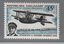 1° Liaison Aérienne France Madagascar 1926 LV Bernard - Bougault  Hydravion Léo 194,   Timbre ** Madagascar - Airplanes