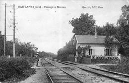 CPA De SANTANS (Jura) - Passage à Niveau. Edition Karrer. Bistre. Circulée En 1915. Bon état. - Autres Communes