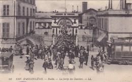 Cpa 84 ENV D ANGOULEME RUELLE LA SORTIE D USINE - Angouleme