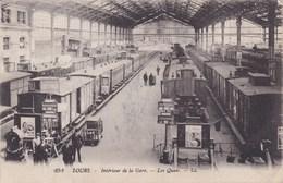 Cpa 252 TOURS INTERIEUR DE LA GARE LES QUAIS 1917 - Gares - Avec Trains