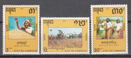 1990   Yvert Nº 907 / 909    MNH. Arroz, Gente Acarreando Arroz, Mujeres Trillando Arroz - Cambodia