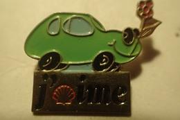 Pin's  SHELL Carburant - J'aime Shell - Petite Voiture Verte Avec Une Fleur - Fuels