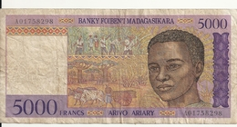 MADAGASCAR  5000 FRANCS ND1995 VG+ P 78 - Madagascar