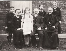 WALINCOURT  PHOTO ANCIENNE FAMILLE + CURE - PHOTO DEGRELLE WALINCOURT FORMAT 14X10,5 CM - Anonieme Personen