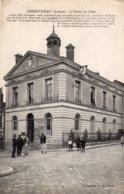 CPA   45   COURTENAY---L'HOTEL DE VILLE---1919---PETITE ANIMATION - Courtenay