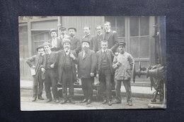 FRANCE - Carte Postale Photo - Aveyron , Personnages Gros Plan Avec Fin De Wagon - L 40988 - A Identifier