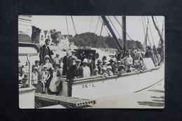 FRANCE - Carte Postale Photo - Groupe De Personnages à Bord D'un Bateau Dans Un Port - L 40993 - A Identifier